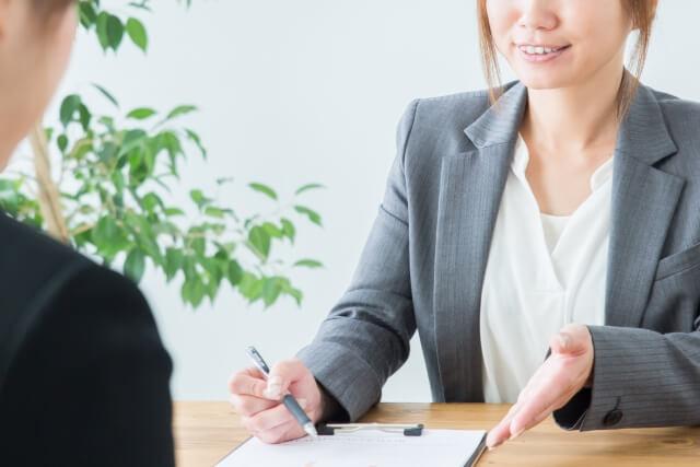 弁護士ドットコムの月額料金は?月が変われば課金されるの?
